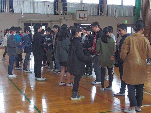お別れ式(5、6年生による) - 大分市立田尻小学校
